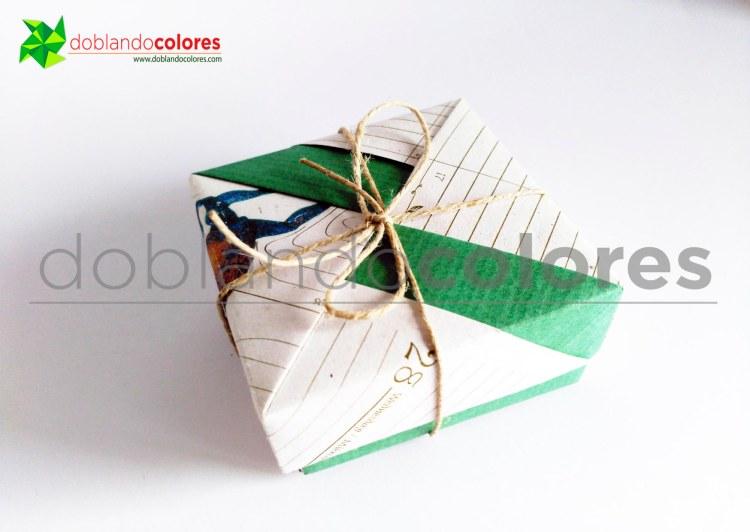 Cajita de regalo de papel reciclado para Un Cuarto Propio